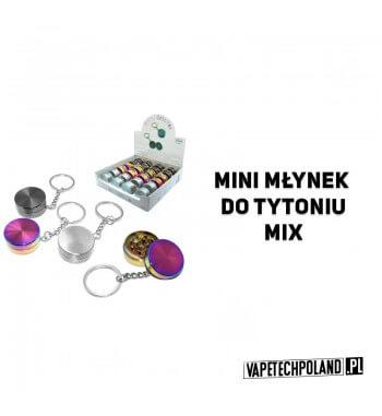 Grinder/Mini Młynek do tytoniu - Mix Dwuczęściowy, metalowy mini młynek do tytoniu z brelokiem.Wymiary: wys. 1,2 cm x szer. 3 c